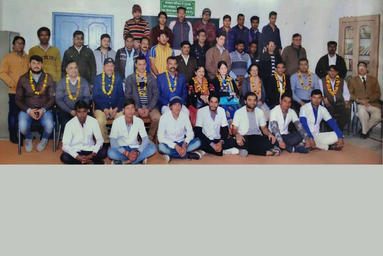 बांग्लादेश मेडिकल विभाग द्वारा community Health(Who Guideline) Program जानकारी हेतु 2019 में शैक्षणिक भ्रमण किया गया साथ में कुर्सियों पर बैठे बांग्लादेशी, डॉक्टर्स  NIOS,MHRD Govt Of India के क्षेत्रीय  निर्देशक श्री एलके गुप्ता धाम एवं अमरिंदर सिंह राठौड़ एवं अन्य अधिकारीगण